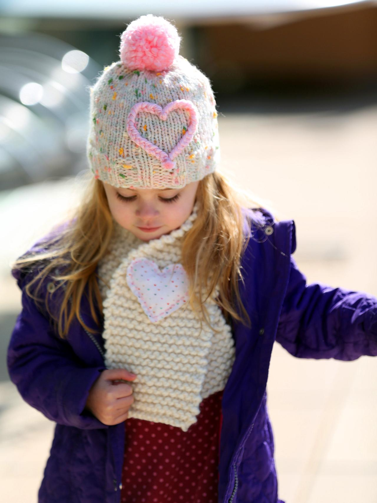 easy hand knit kids scarf keep your little one nice and warm this  Knitted Scarves For Kids