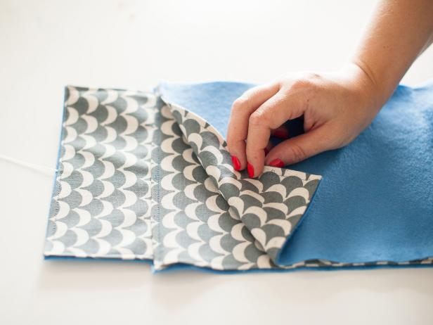 With the linings together, match the top edges of the felt pieces before pinning.