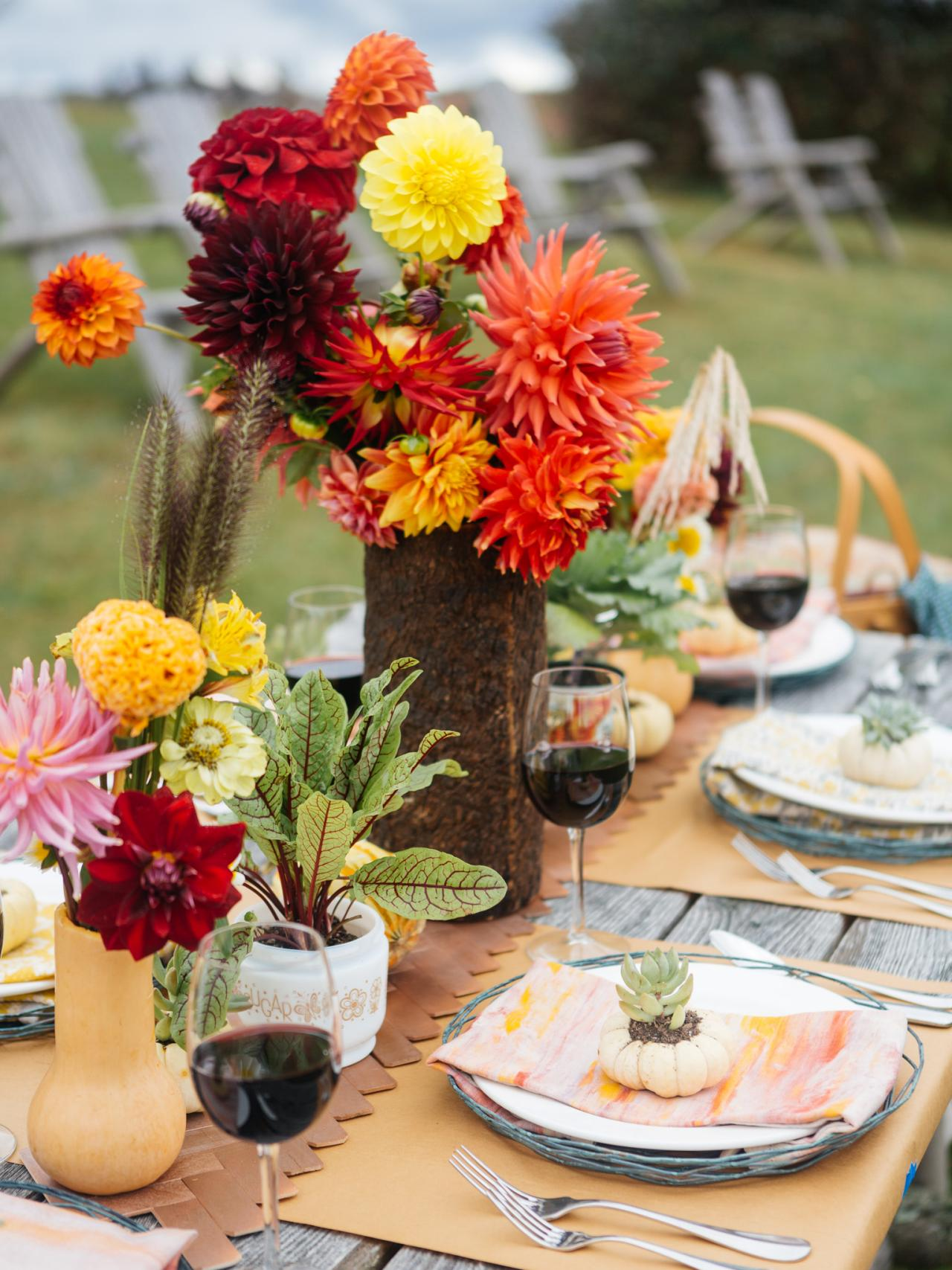 Fall entertaining idea farm to table dinner party hgtv for Patio table centerpiece ideas