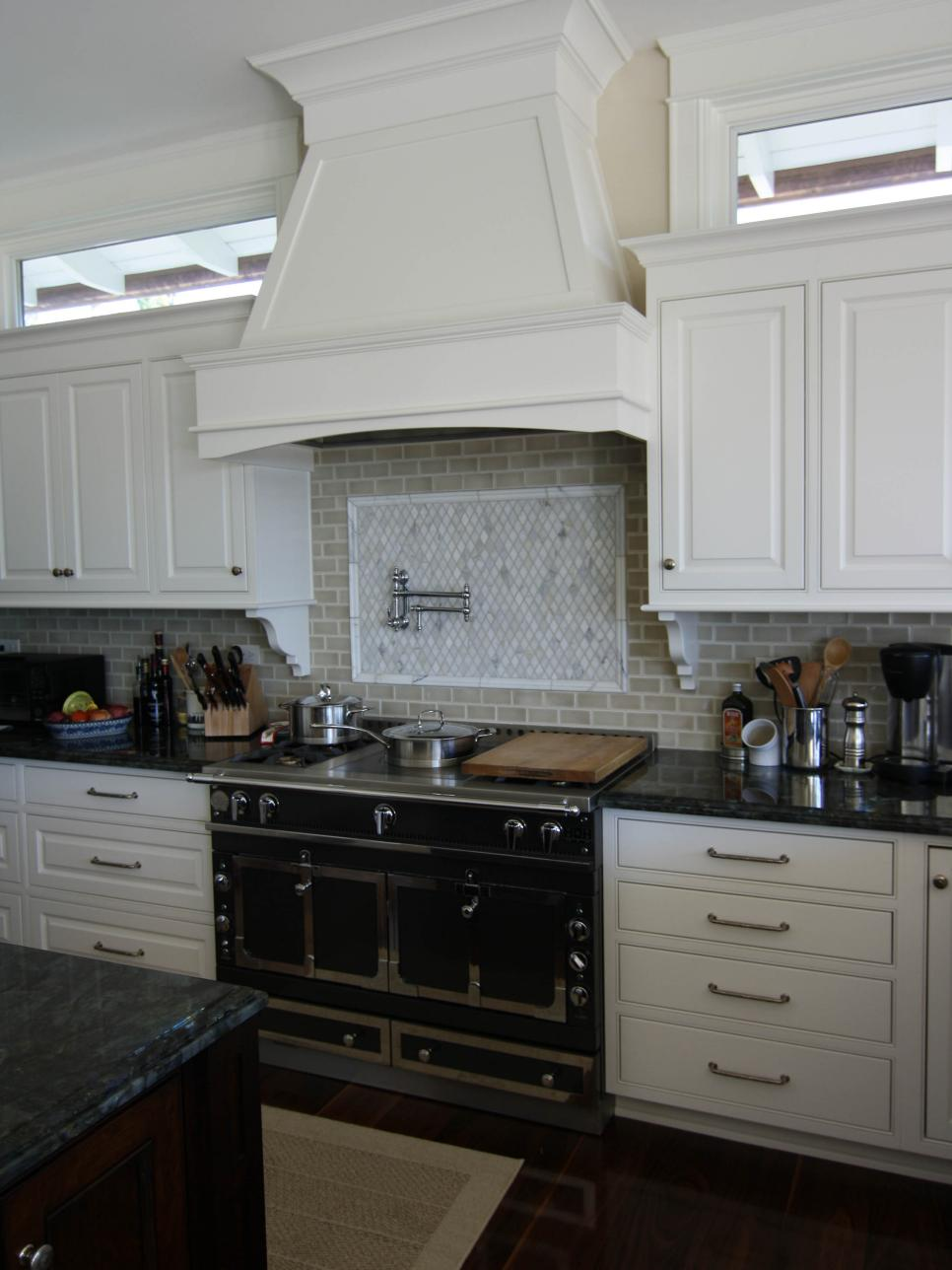 Hgtv 39 s best pictures of kitchen cabinet color ideas from top designers hgtv for Kitchen cabinet options design