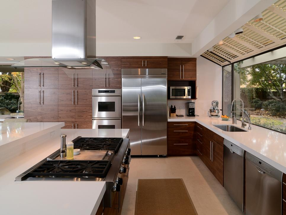 Pictures of beautiful kitchen designs layouts from hgtv for Hgtv modern kitchen designs