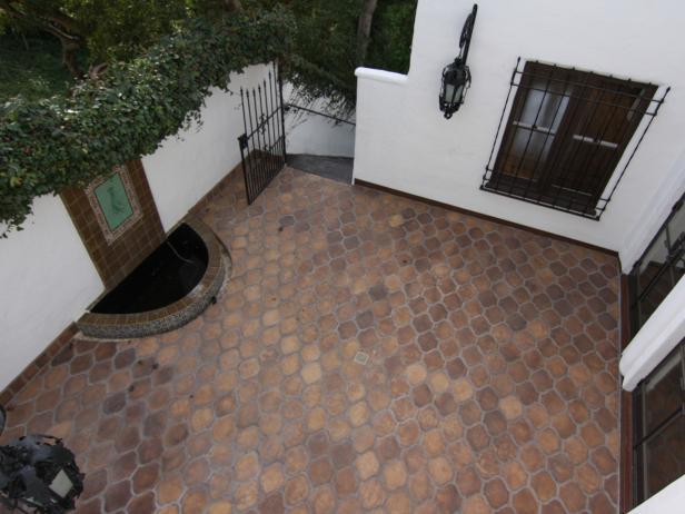 Mediterranean Kitchen Courtyard With Concrete Pavers