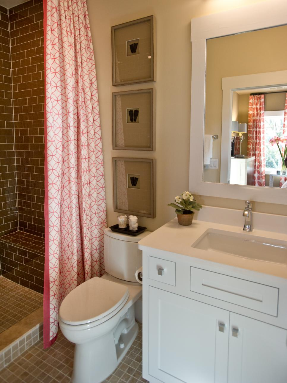 Hgtv smart home 2013 guest bathroom pictures hgtv smart for Guest bathroom decorating ideas pictures