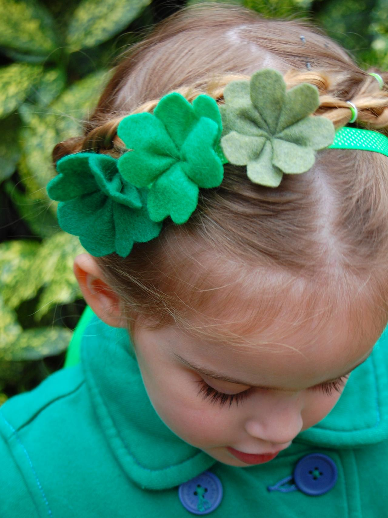 st patrick u0027s day craft diy clover stamped t shirts hgtv