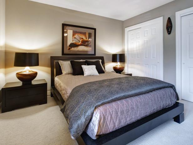 Neutral Bedroom With Platform Bed, Nightstands and Lamps