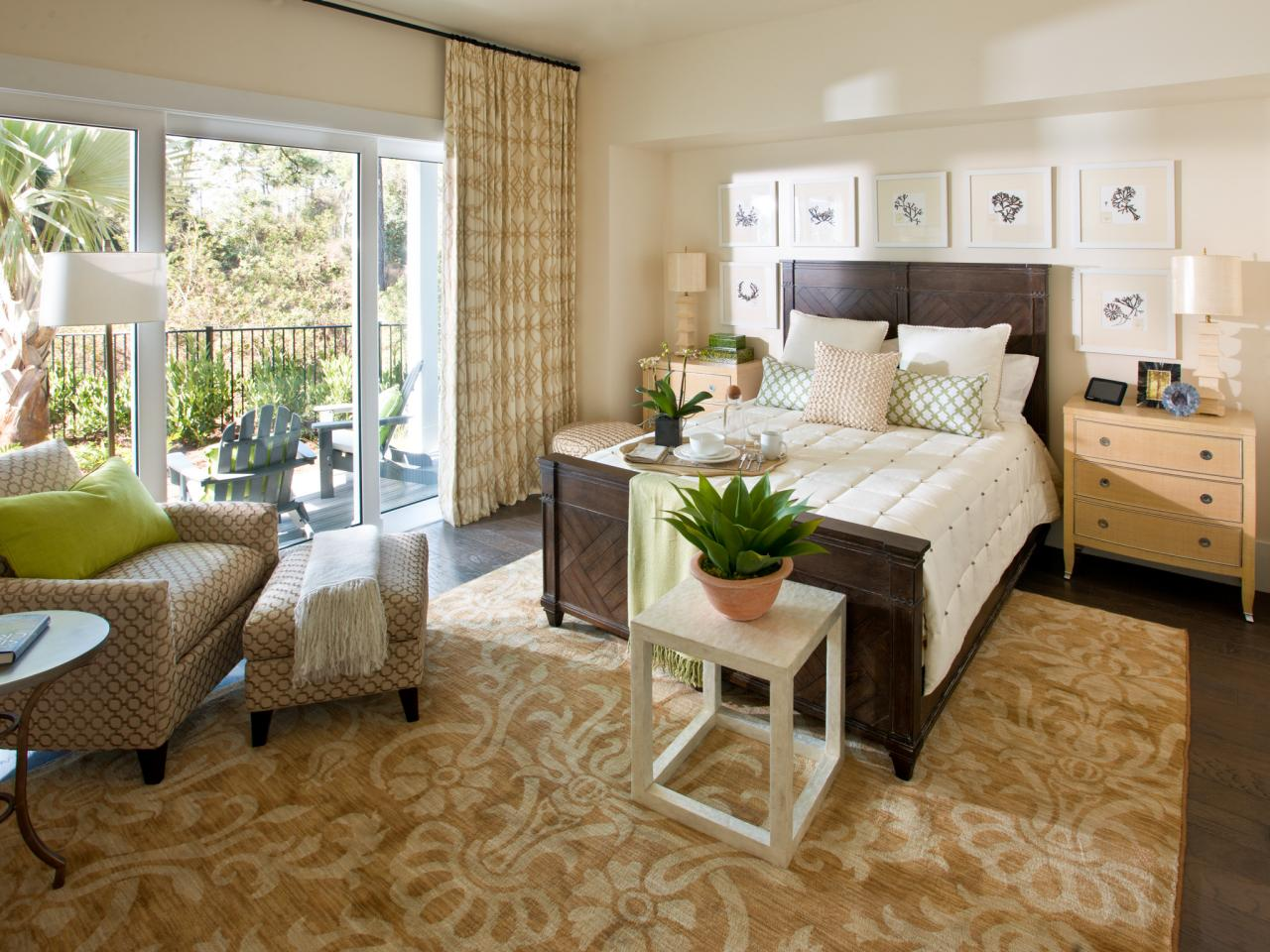 Hgtv smart home 2013 master bedroom pictures hgtv smart home 2013 hgtv - Airy brown and cream living room designs inspired from outdoor colors ...