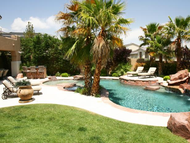 Swimming Pool with Natural Elements