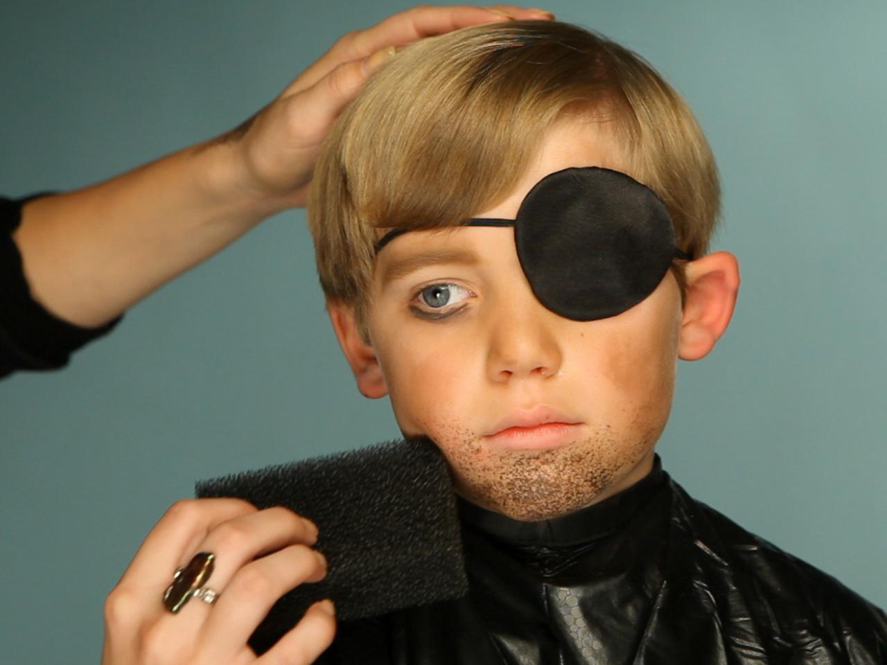 Kid\'s Halloween Makeup Tutorial: Pirate | HGTV