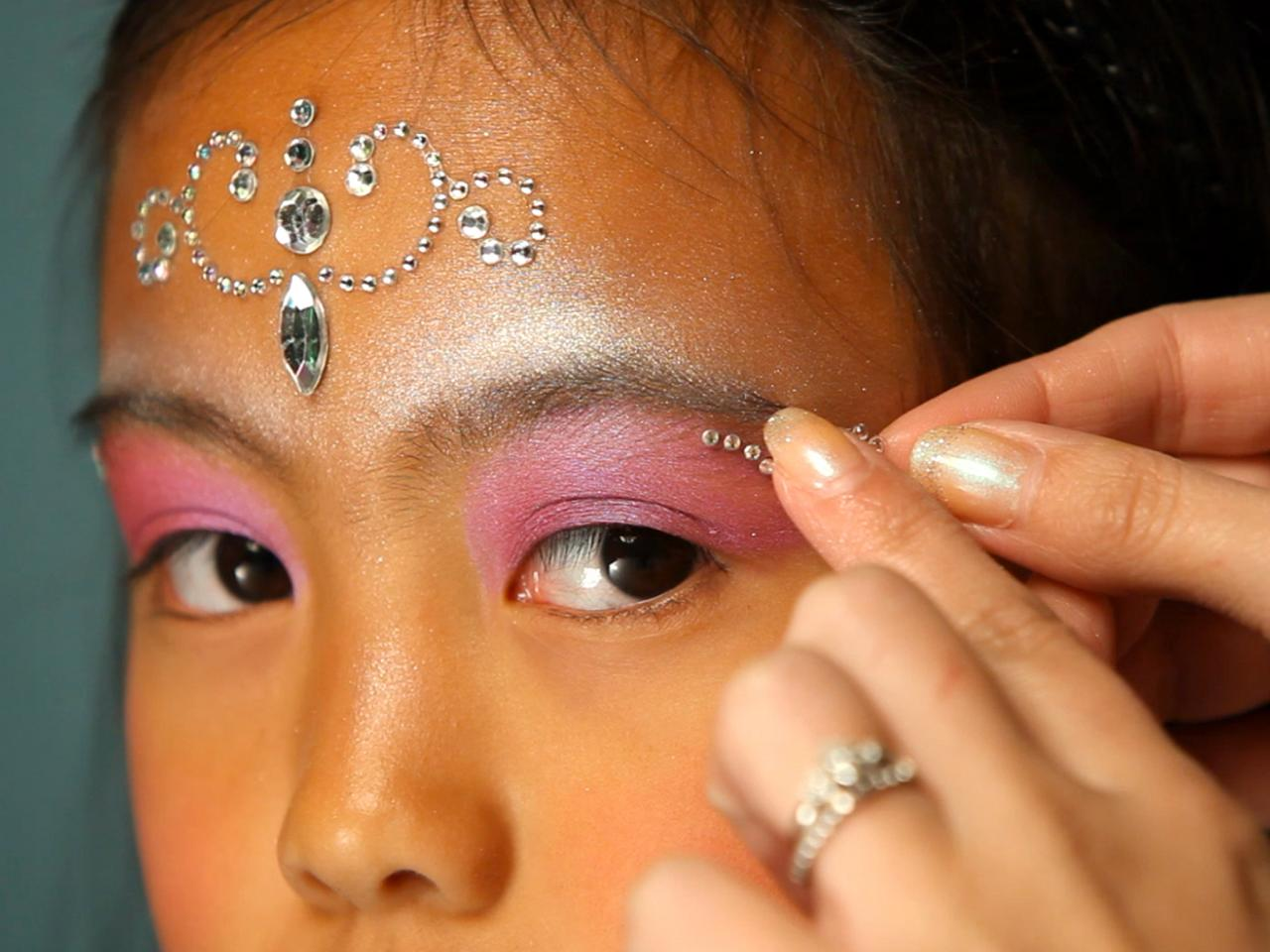 Kid\'s Halloween Makeup Tutorial: Fairy Princess | HGTV