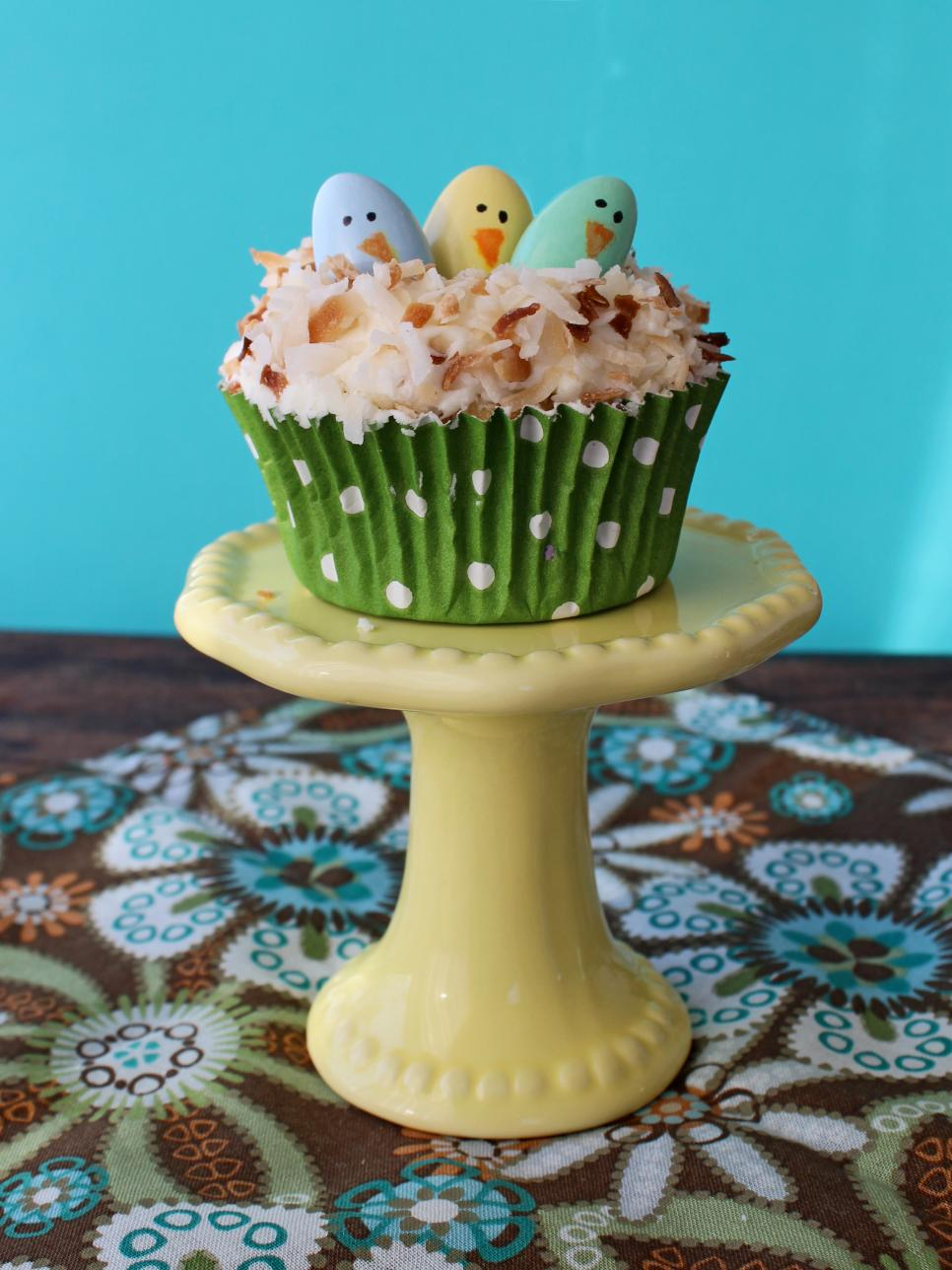 14 easy easter cupcake decorating ideas hgtv for Cute cupcake decorating ideas for easter