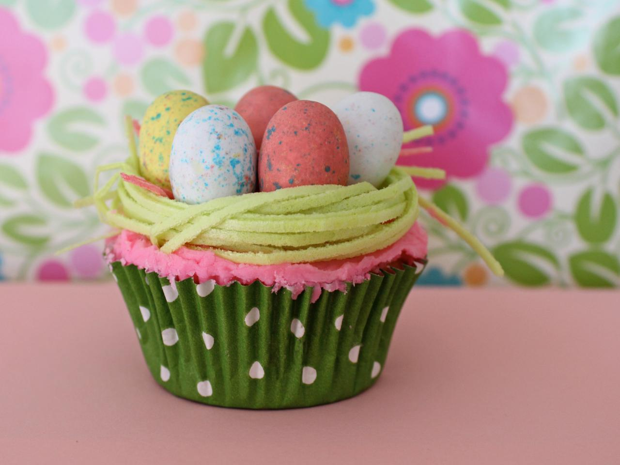 One cupcake recipe 13 easter decorating ideas for Cute cupcake decorating ideas for easter