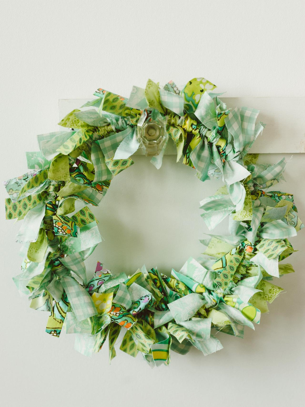 Wreath Crafts For Kids Part - 30: Kidsu0027 Craft: Make An Easy Rag Wreath