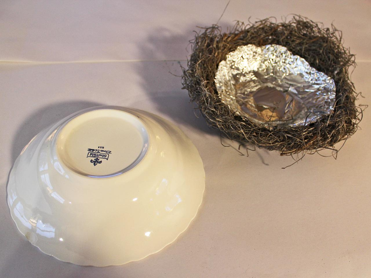 How to craft a faux bird 39 s nest with robin 39 s eggs hgtv for The nest home decor