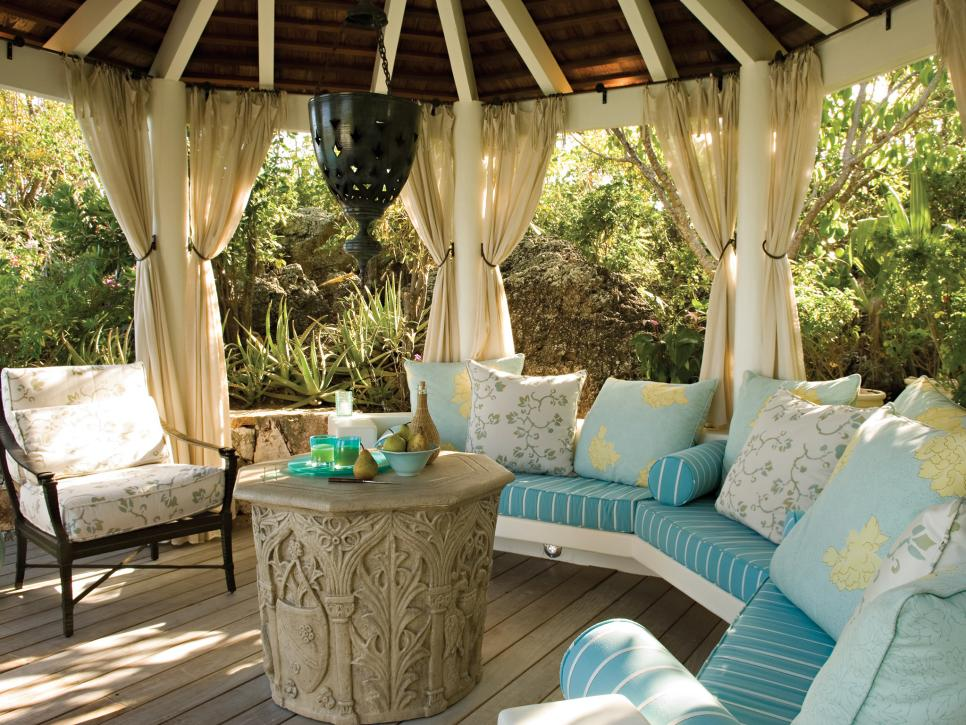 Deck design ideas hgtv for Outdoor cabana designs