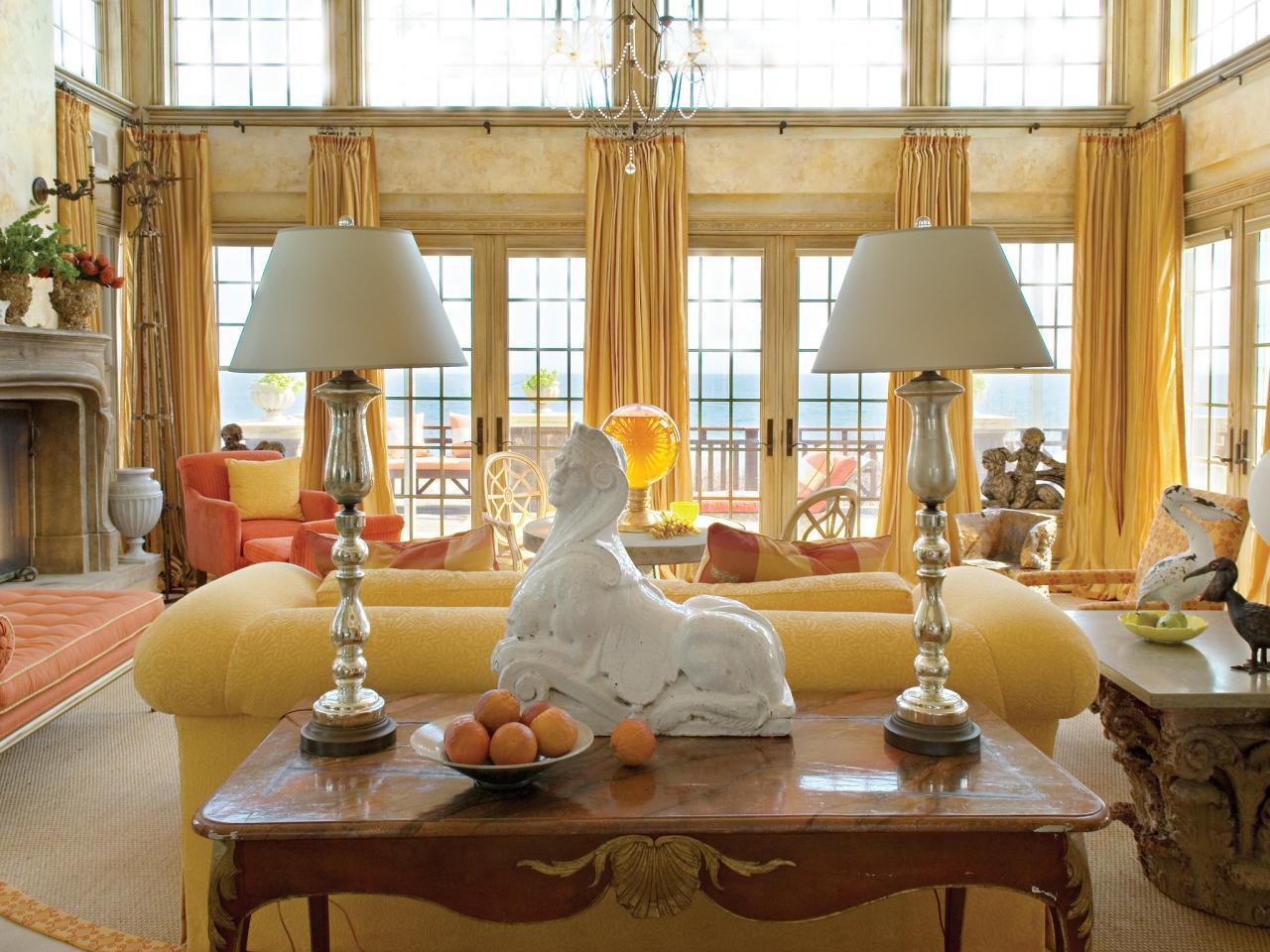 Traditional coastal living room hgtv for Room design barry