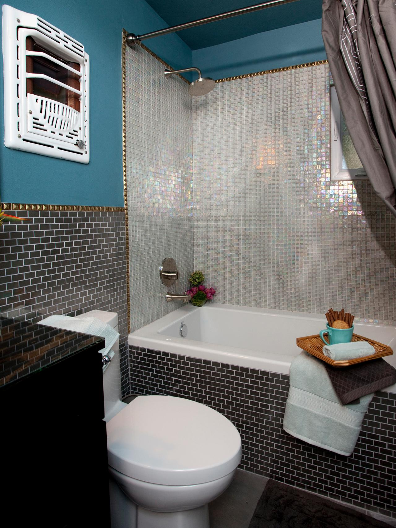 Small bathrooms hgtv for Bathroom designs hgtv
