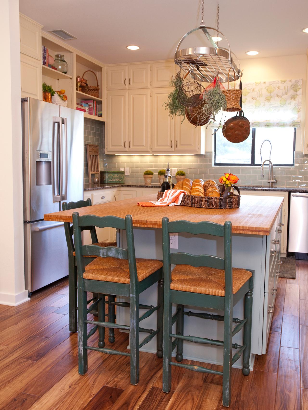 Kitchen Island with Stools | HGTV