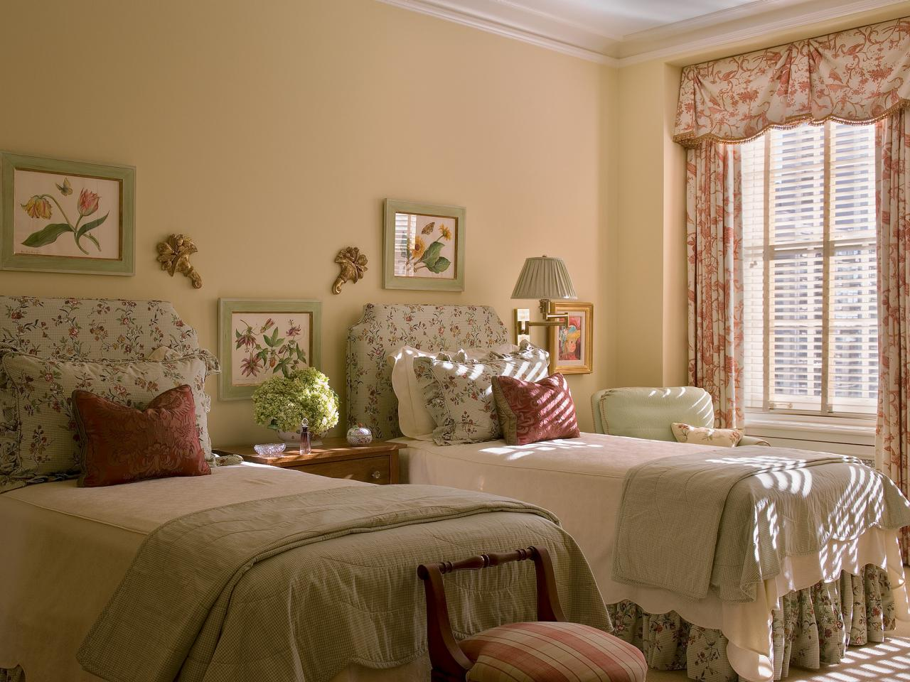 Shabby Chic Guest Bedroom With Twin Beds This Sunny Guest Bedroom Is