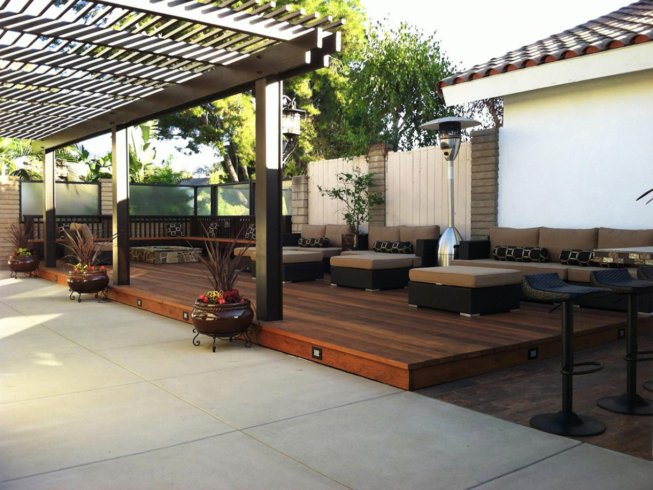 Deck design ideas outdoor spaces patio ideas decks for Backyard decks