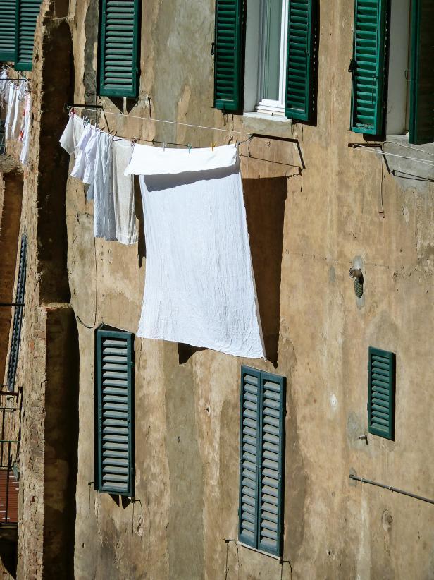Photo page hgtv for Diy clothesline design