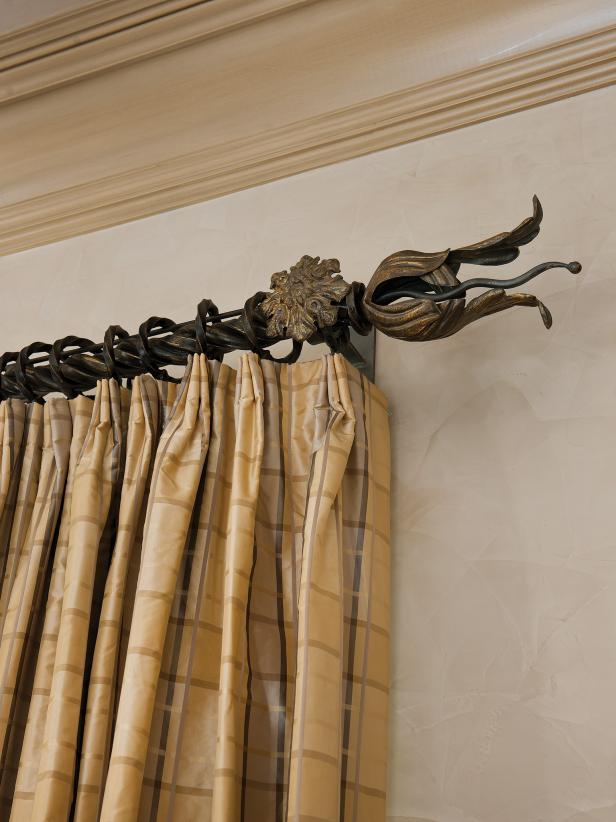 Decorative curtain rod