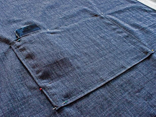 Original_Kristin-Guy-bespoke-apron-attach-pocket_s4x3