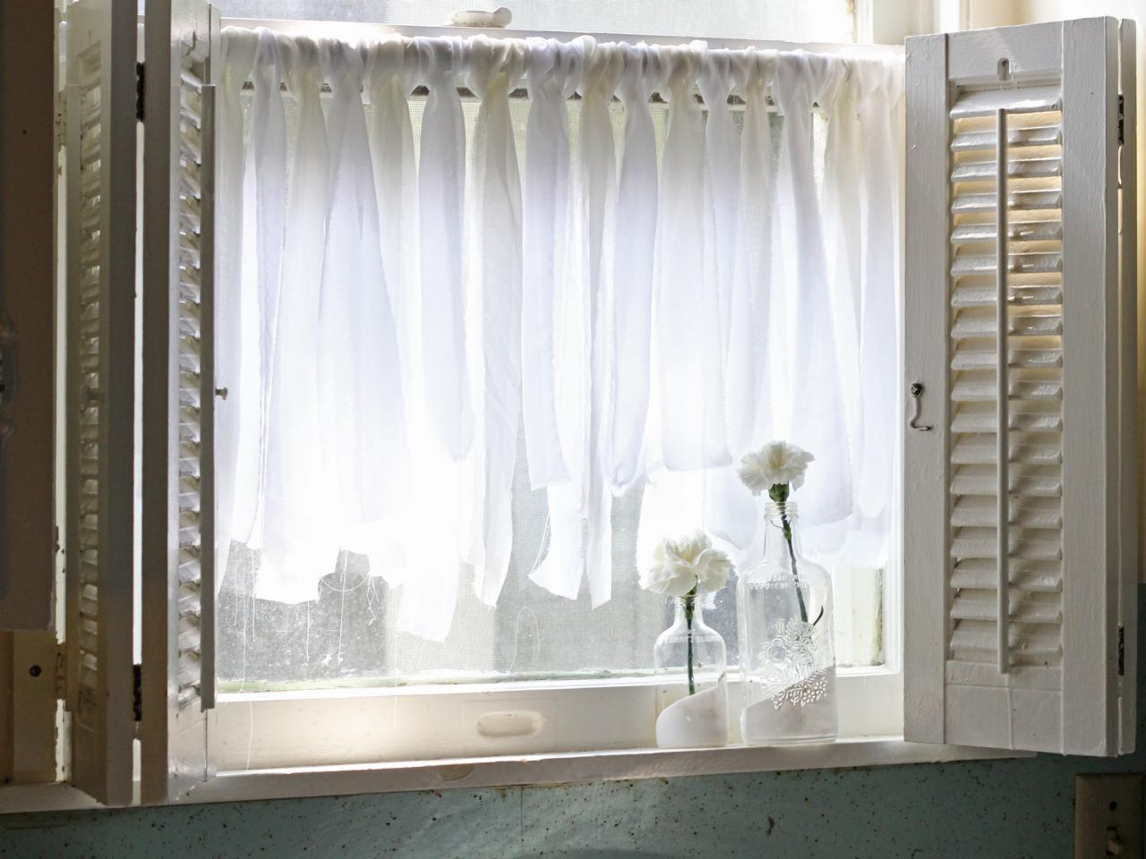 Easy fabric scrap cafe curtains hgtv Window treatment ideas to make