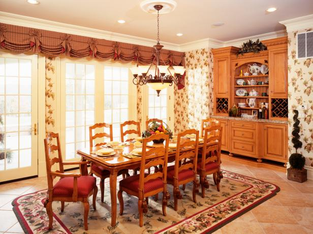 Traditional Dining Room in Open-Concept Kitchen