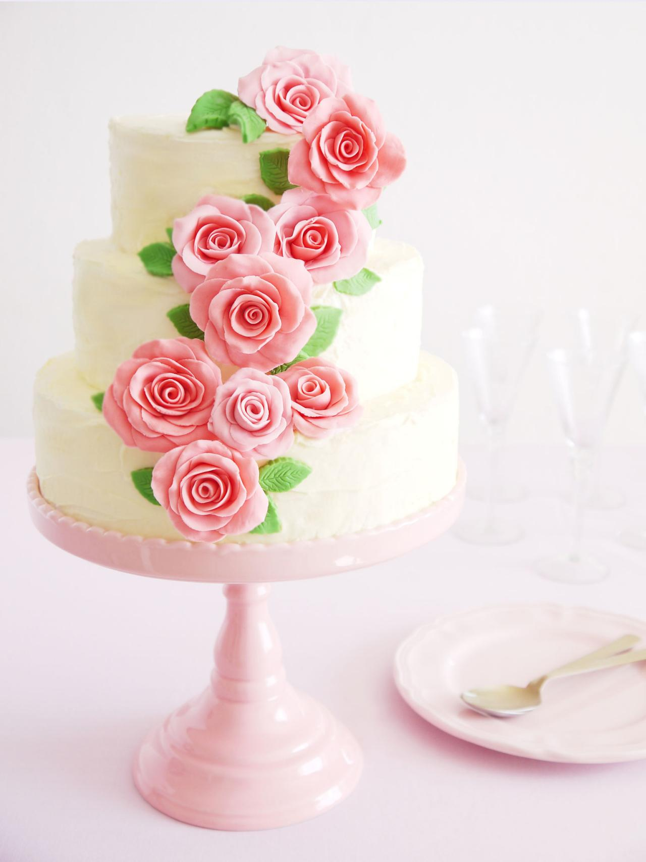 Design Your Own Wedding Cake Uk : Simple Wedding Cakes and Desserts Entertaining Ideas ...