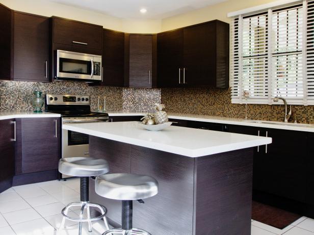 Brown Mid-Century Modern Kitchen With Metallic Mosaic Tile