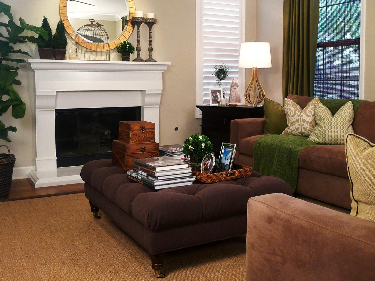 Traditional cozy family room jessica bennett hgtv for Cozy family room ideas