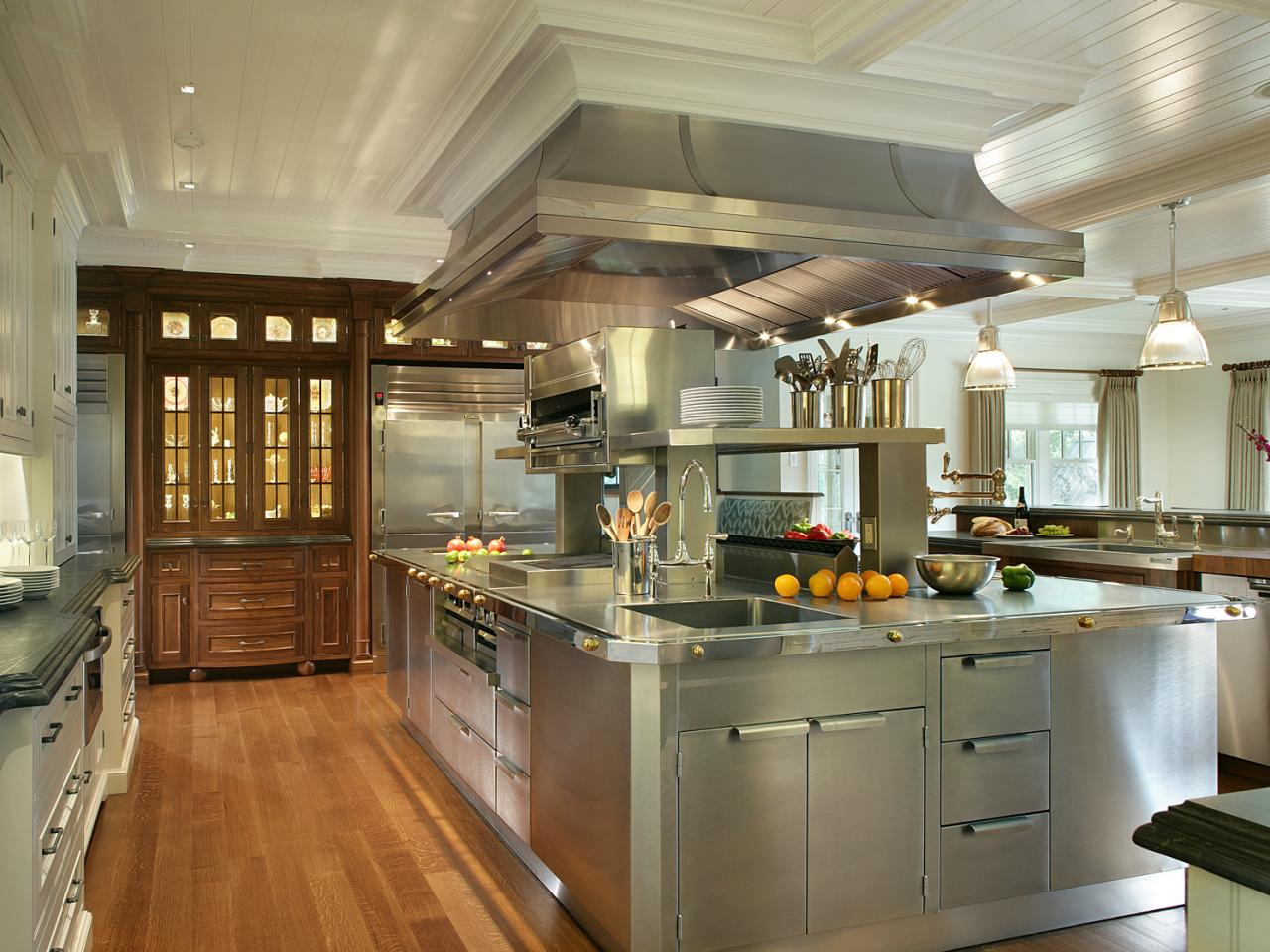Stainless steel kitchen cabinets hgtv pictures ideas hgtv for Kitchen setting pictures