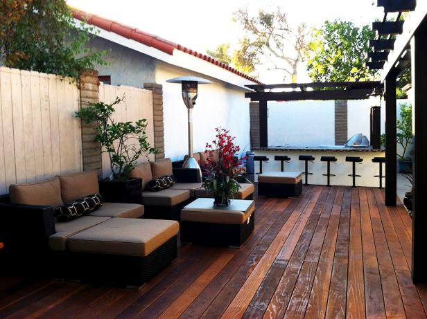 Brown and White Contemporary Deck With Outdoor Bar