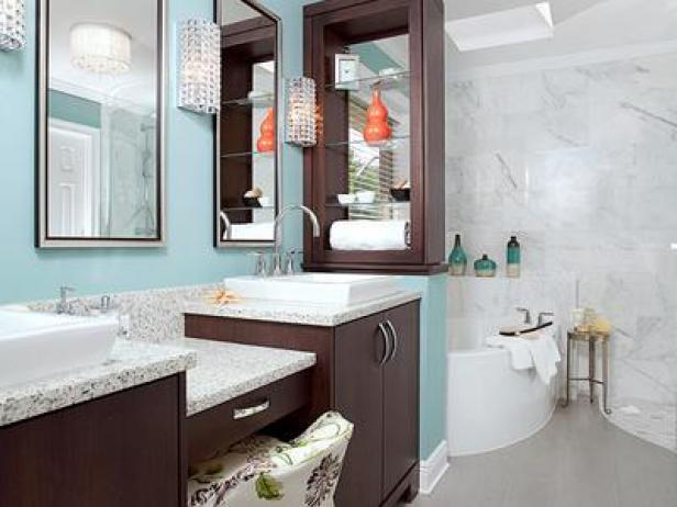 Blue bathroom ideas and decor with pictures hgtv for Blue white bathroom ideas