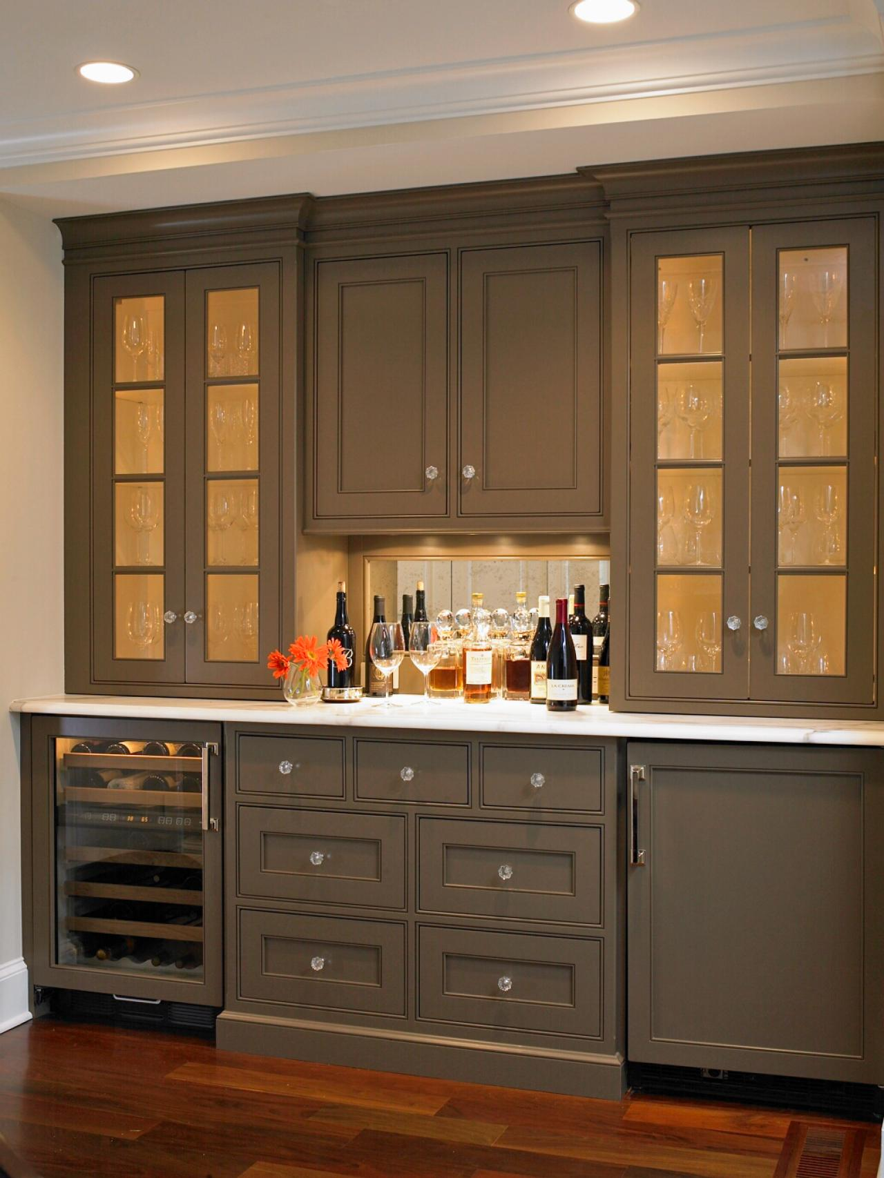Color ideas for painting kitchen cabinets hgtv pictures kitchen ideas design with cabinets - Bar ideas for dining room ...