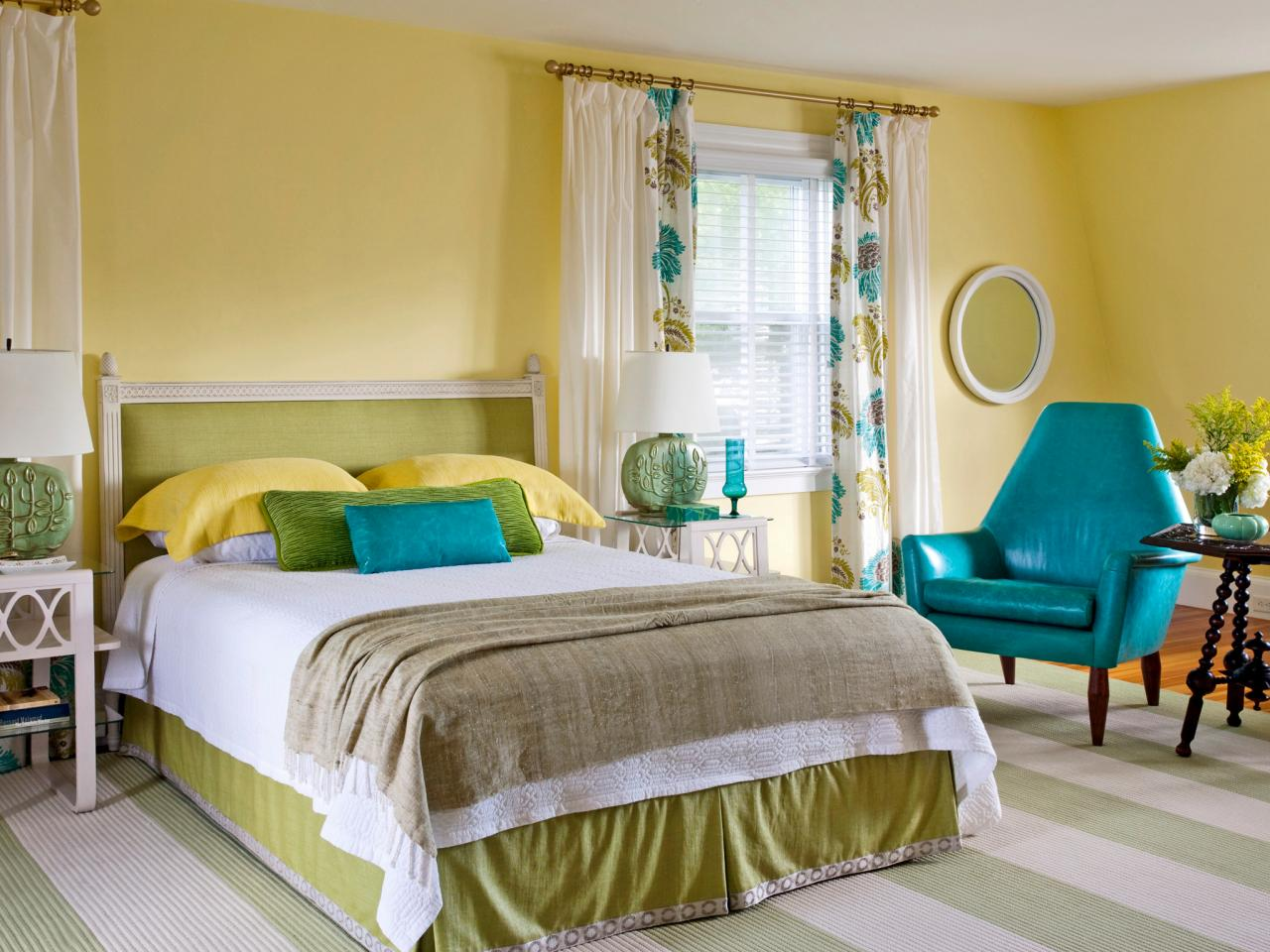 15 cheery yellow bedrooms bedrooms bedroom decorating for Room design green