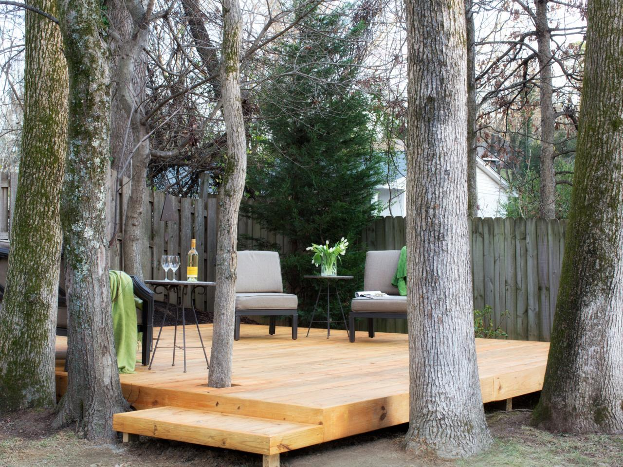 How to build a tree encompassing deck hgtv for Around the tree