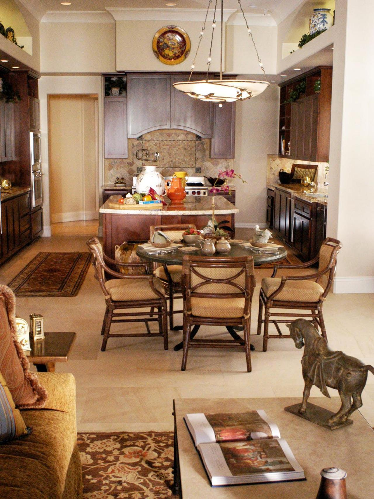 Photo page hgtv for Great dining rooms