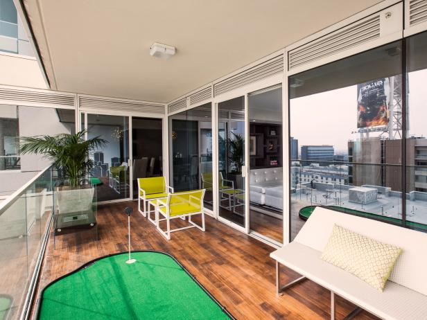 Contemporary Urban Outdoor Deck With Putting Green