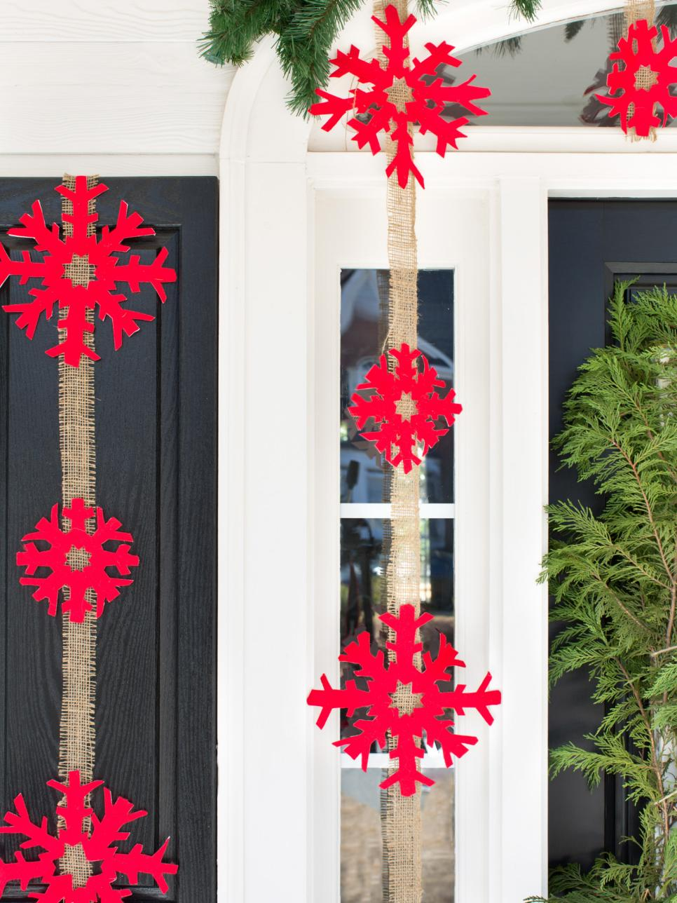 Outdoor Holiday Decorations | HGTV