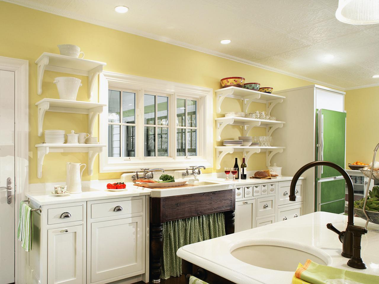 Painting kitchen tables pictures ideas tips from hgtv What color cabinets go with yellow walls