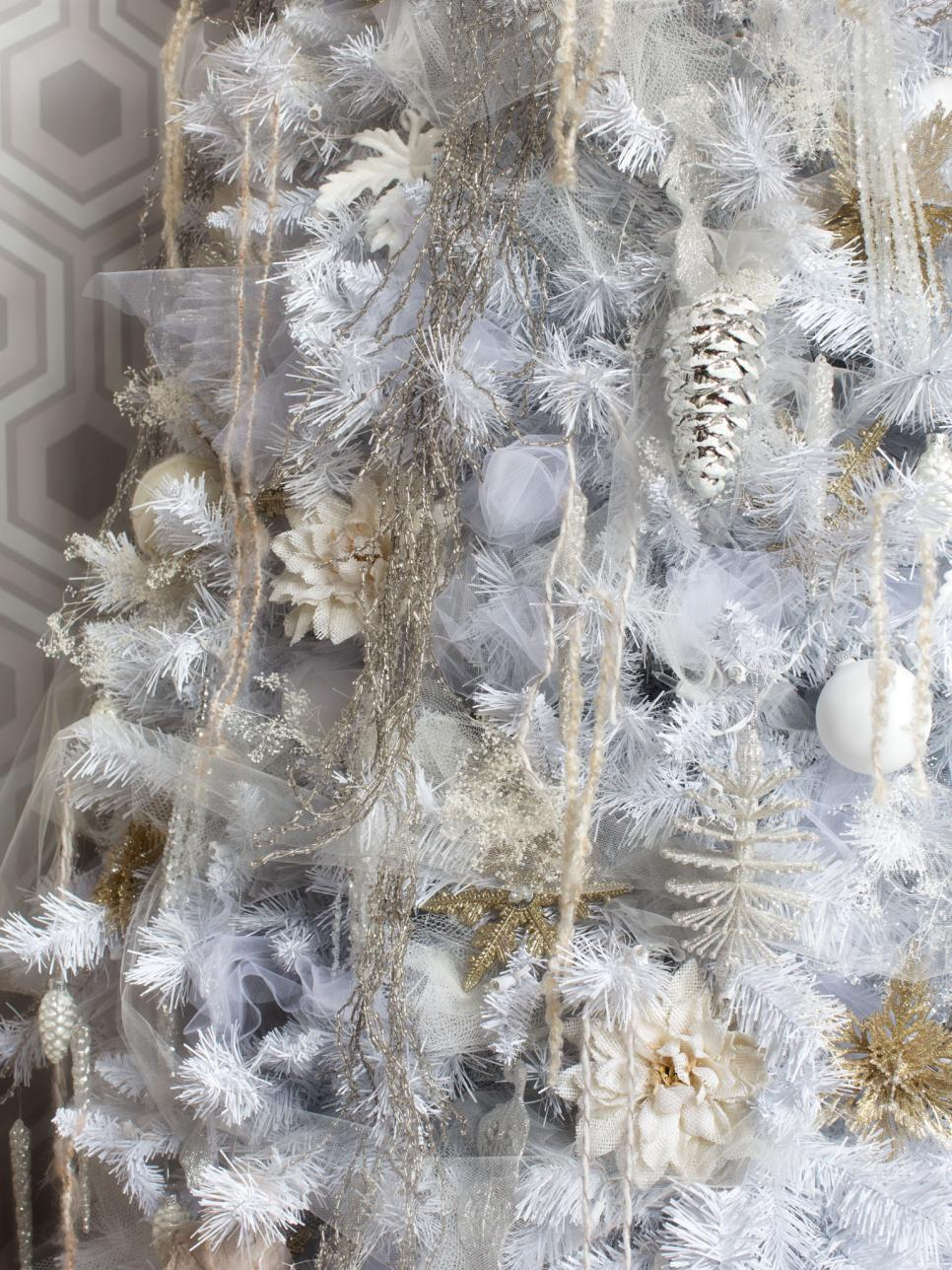 White christmas tree decorating ideas hgtv for White xmas decorations