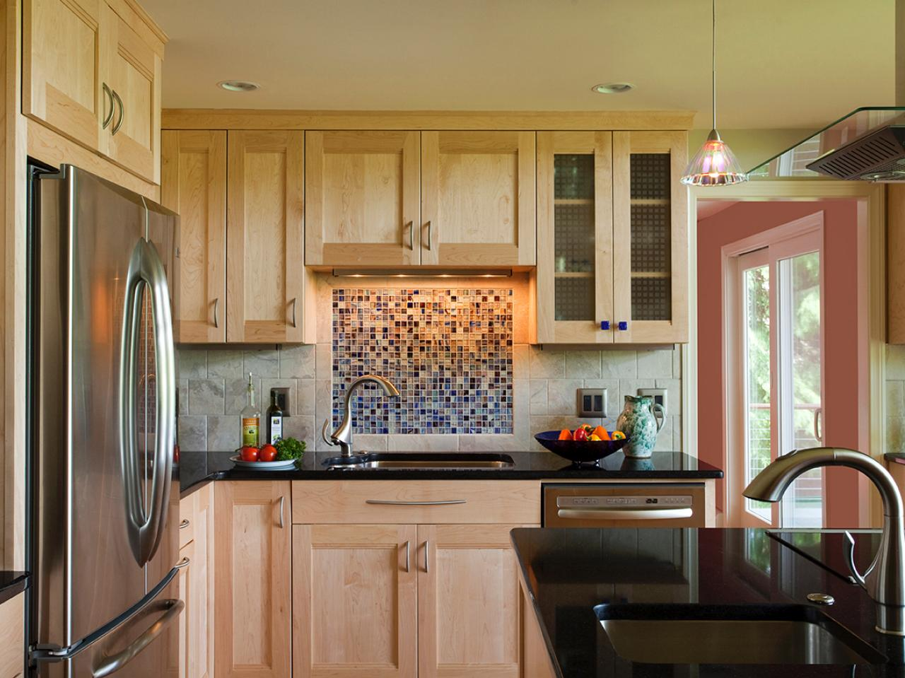 Glass tile backsplash ideas pictures tips from hgtv hgtv dailygadgetfo Image collections