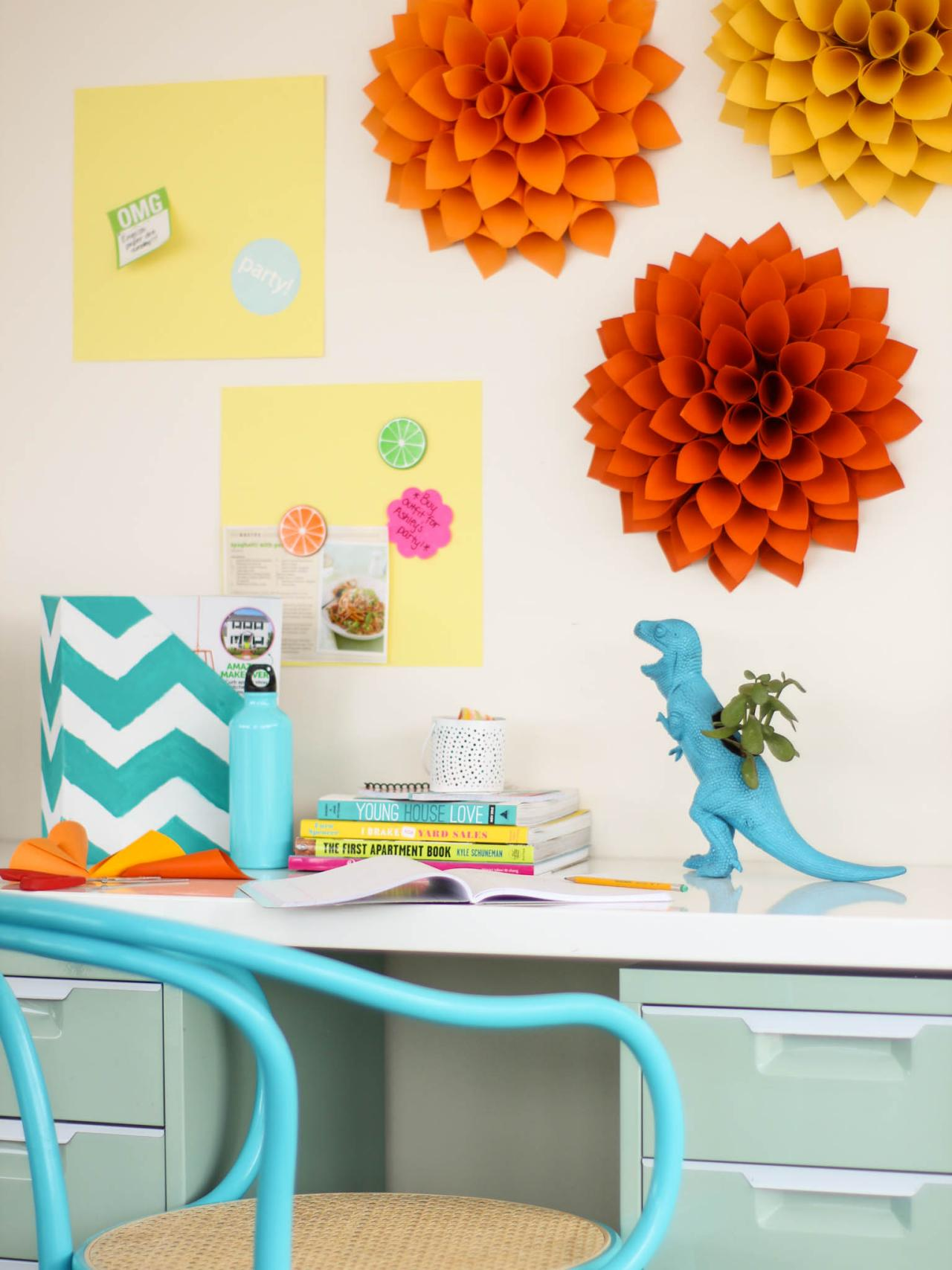 6 DIY Cork Boards for Your Dorm Room | HGTV\'s Decorating & Design ...