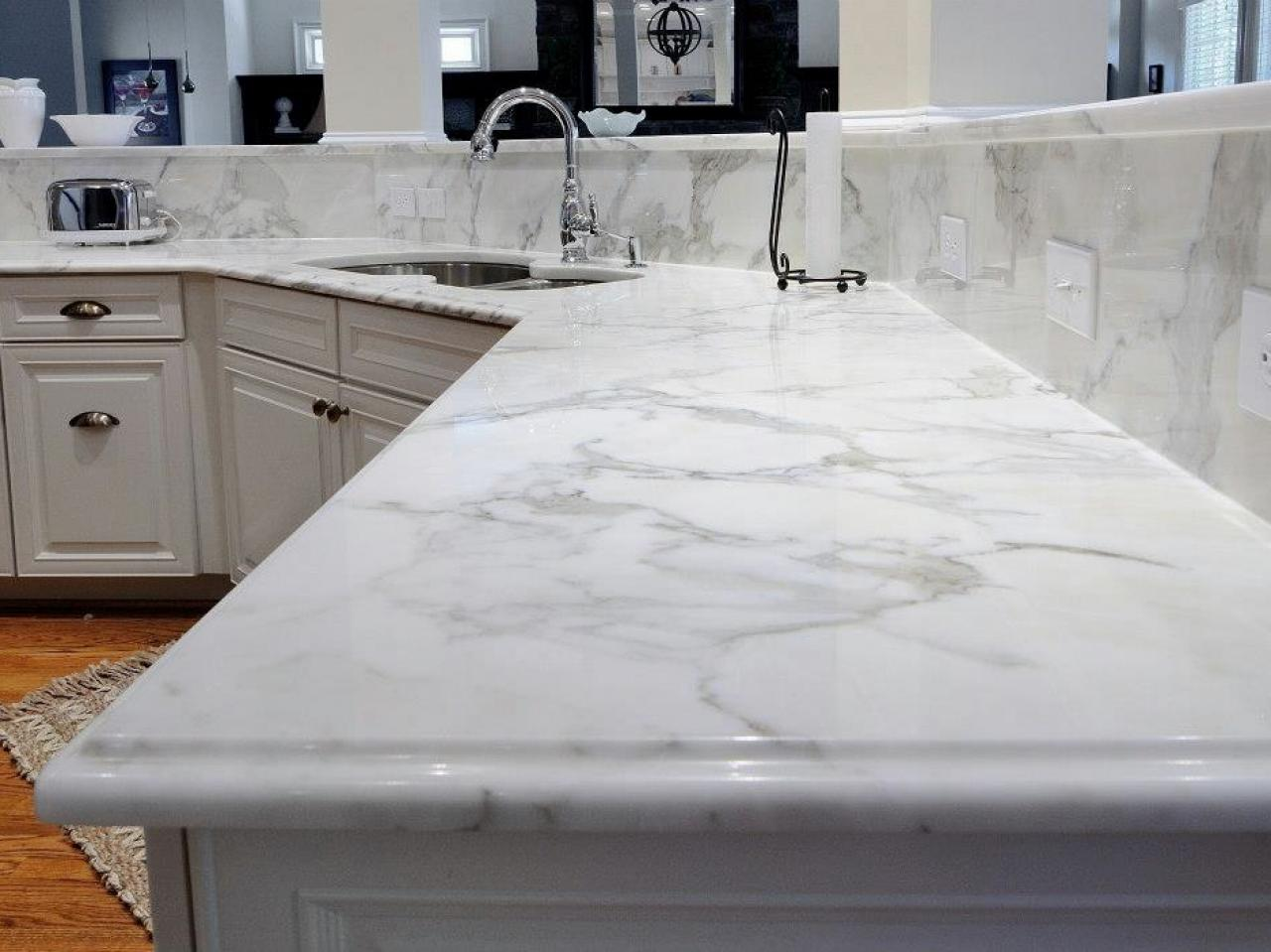 Marble kitchen countertops pictures ideas from hgtv kitchen ideas design with cabinets - Witte quartz werkblad ...