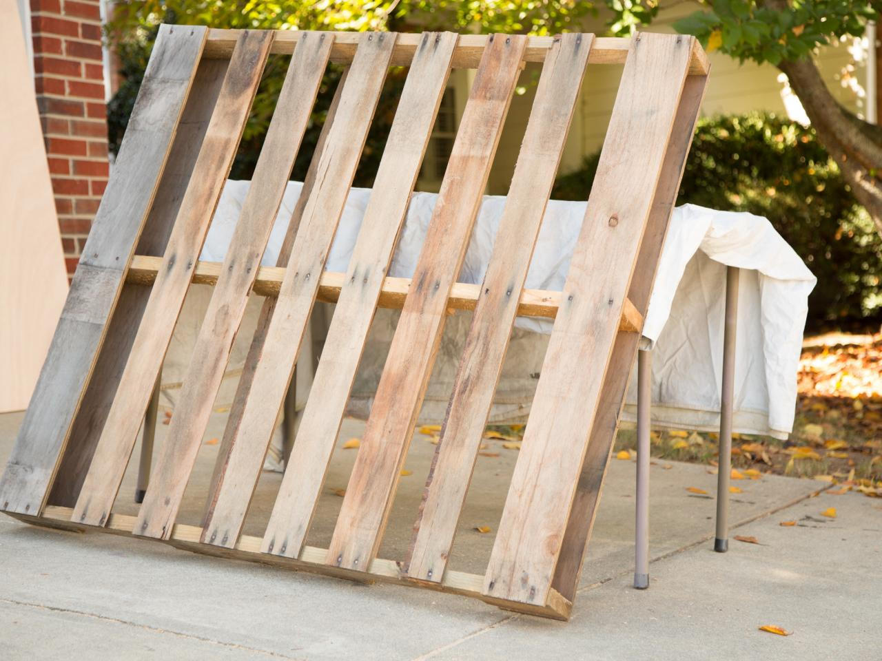 dismantle pallets bedroomeasy eye upcycled pallet furniture ideas