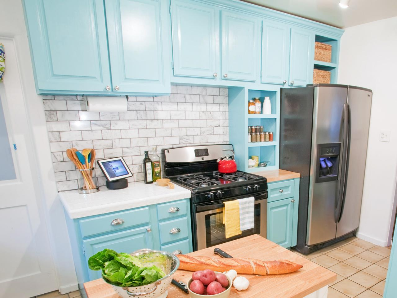 Kitchen cabinet paint pictures ideas tips from hgtv hgtv for Painting kitchen cabinets