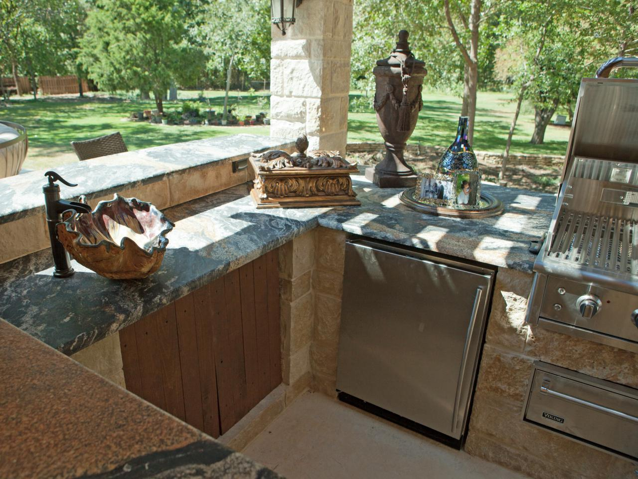 Outdoor kitchen cabinet ideas pictures ideas from hgtv for Outdoor kitchen ideas plans