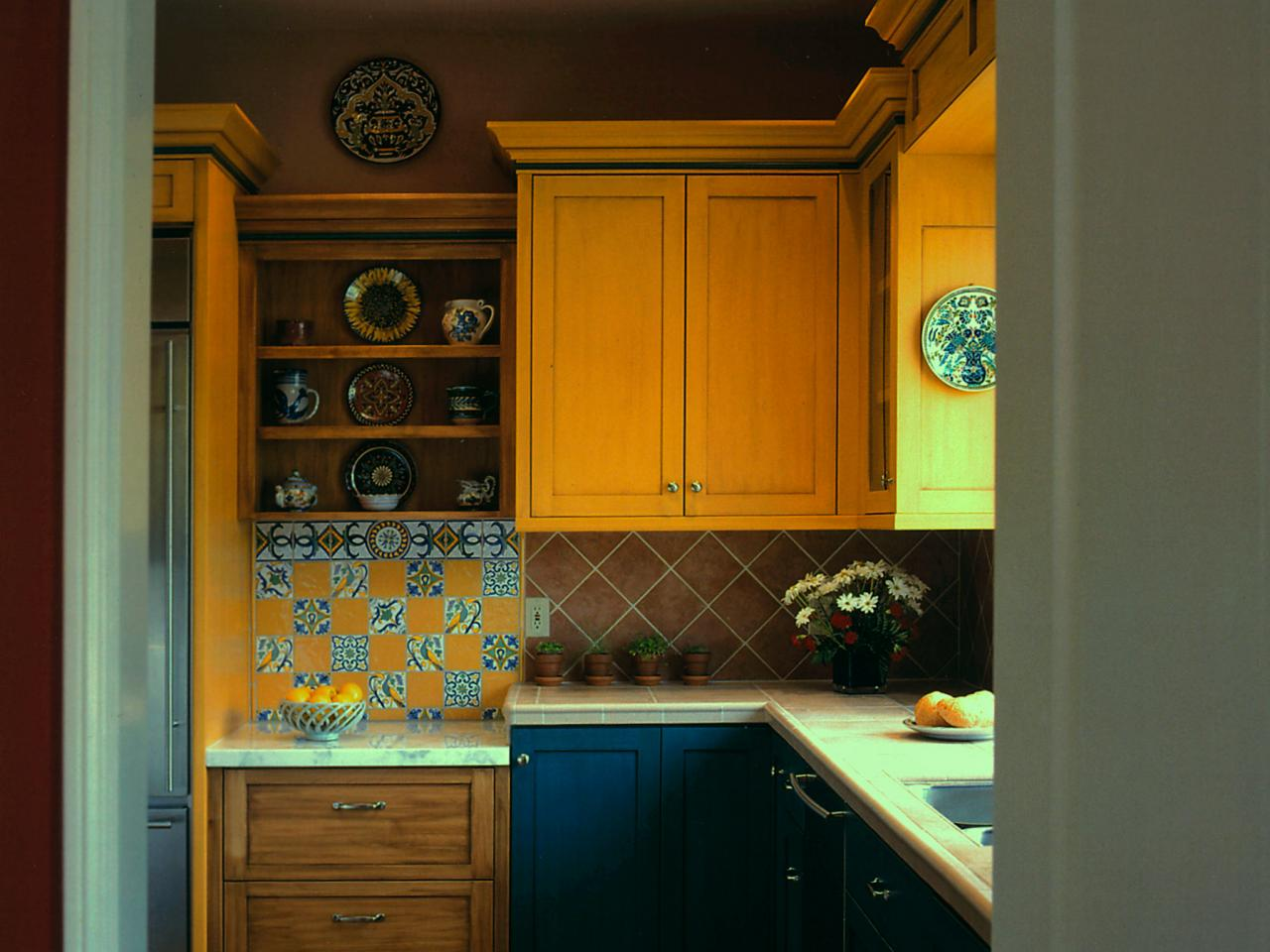Tuscan kitchen cabinets pictures ideas tips from hgtv hgtv Old world tuscan kitchen designs