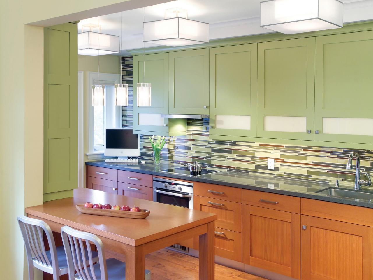 Painting kitchen cabinet ideas pictures tips from hgtv for Painting kitchen cabinets